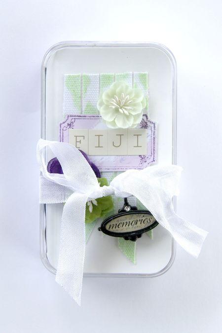 Fiji-mini-ribbon-tied