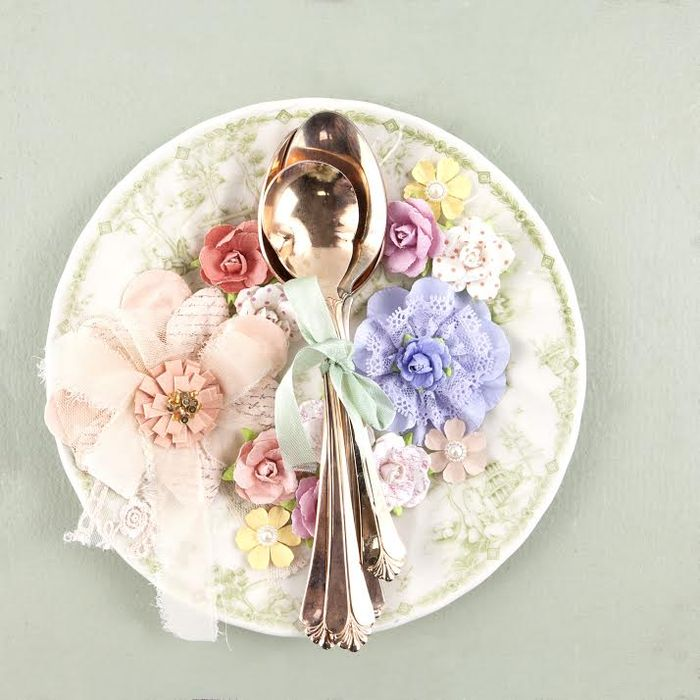 Media flowers spoon