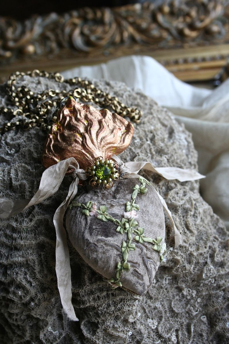 Relics sandra copper heart