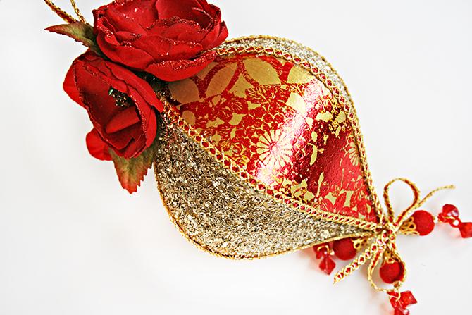 Foils_Ornament_12-21-19_Robbie Herring_close 2