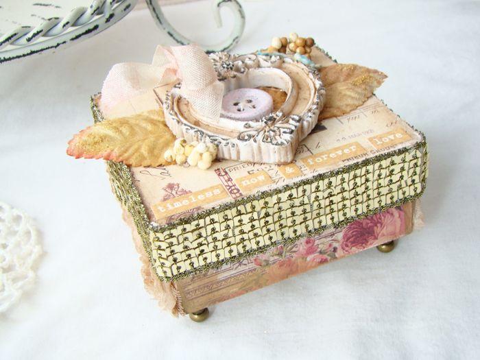 March beatriz Vintage box 10