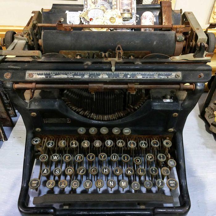 Archivist typewriter