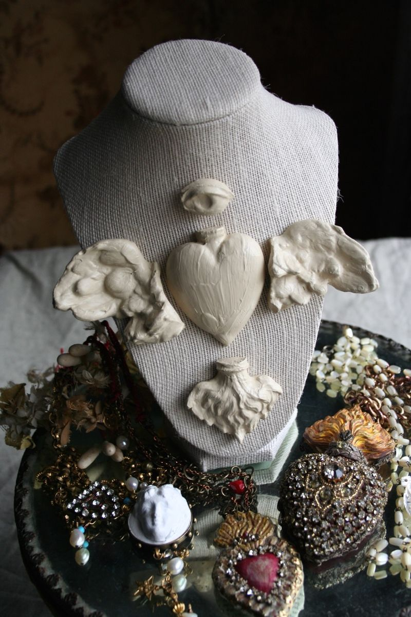 Relics sandra jewelry bust